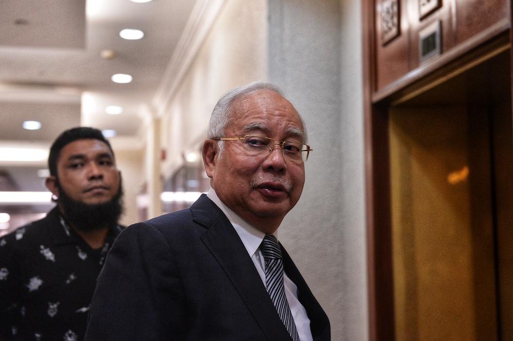 Datuk Seri Najib Razak arrives at the Kuala Lumpur High Court June 26, 2019. — Picture by Shafwan Zaidon