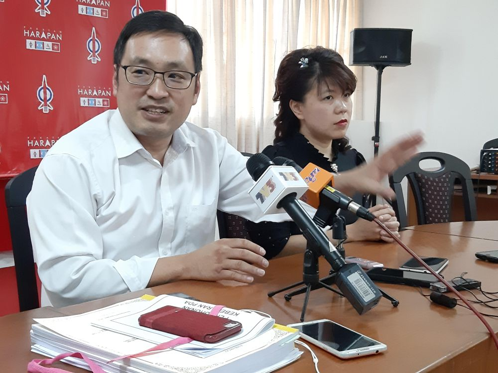Chong expressed concern with the way Chief Minister Datuk Patinggi Abang Johari Openg is allocating state funds. — Picture by Sulok Tawie