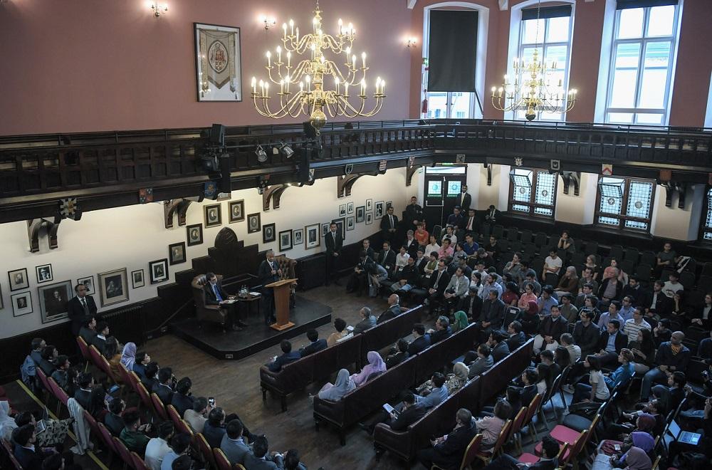 Prime Minister Tun Dr Mahathir Mohamad addresses The Cambridge Union Society in Cambridge June 16, 2019. — Bernama pic