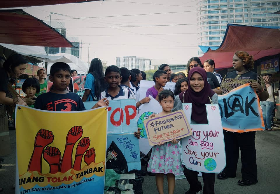 A climate change protest organised by Klimate Action Utara Malaysia (KAUM) and Klima Action Malaysia (KAMY) in Bayan Baru, Penang, on May 24 involving SJK (T) Sungai Ara students. — Picture via Facebook/Klimate Action Utara Malaysia