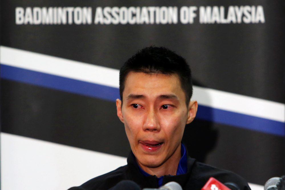 In a video posted on Twitter, Prime Minister Dr Mahathir Mohamad expressed his dismay that the country was losing its badminton champion to retirement but said he hoped this would allow Datuk Lee Chong Wei to recover from his nasal cancer. — Reuters pic