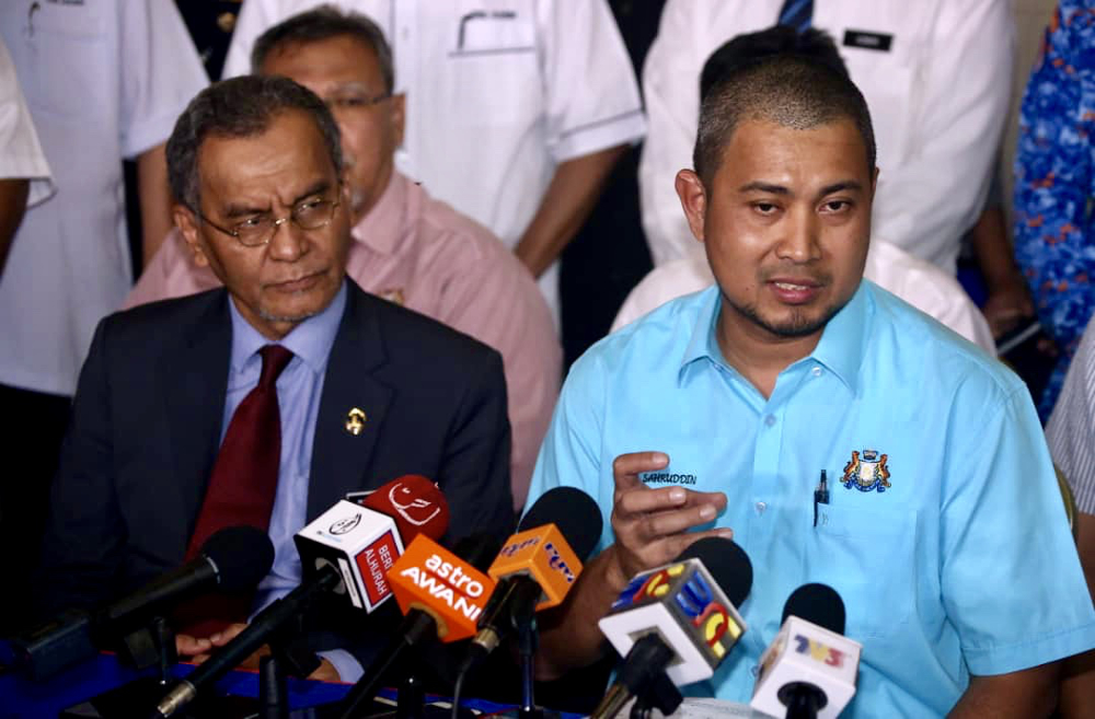 Johor Mentri Besar Datuk Dr Sahruddin Jamal (right) said the latest incident was not from Sungai Kim Kim but from a different source during a media conference in Pasir Gudang June 24, 2019. — Picture by Ben Tan