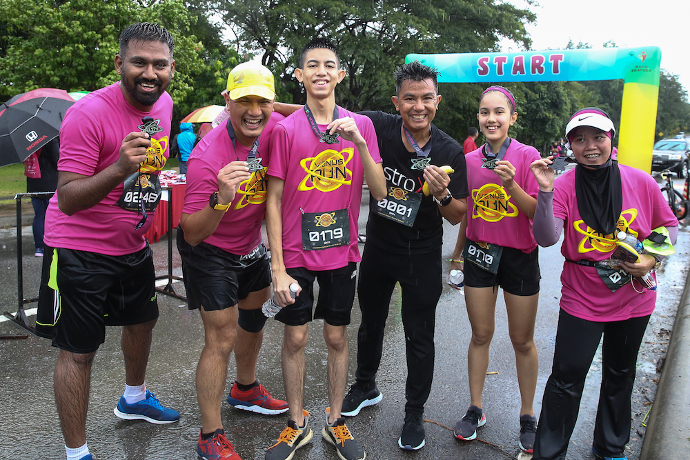 Astro X president Captain Faiz Kamaludin (black) with a few of the runners at the finish line. — Picture by Mohd Yusof Mat Isa