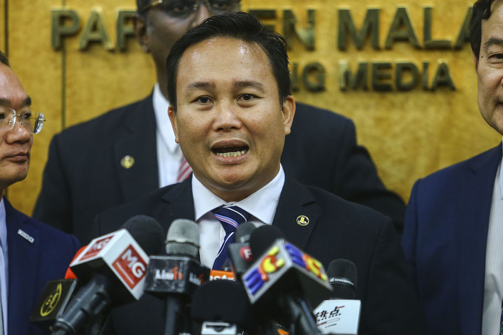 Puncak Borneo MP Willie Mongin called on Malaysians to 'not be easily influenced'. — Picture by Hari Anggara