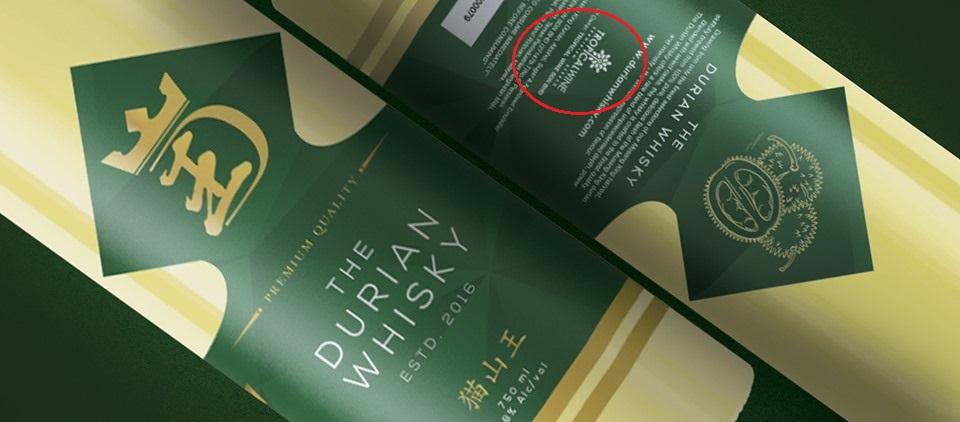 在猫山王威士忌的瓶身上,印有热带果王集团(Tropical Wine Sdn Bhd)的Logo和字眼。-摘自The Durian Whisky脸书-