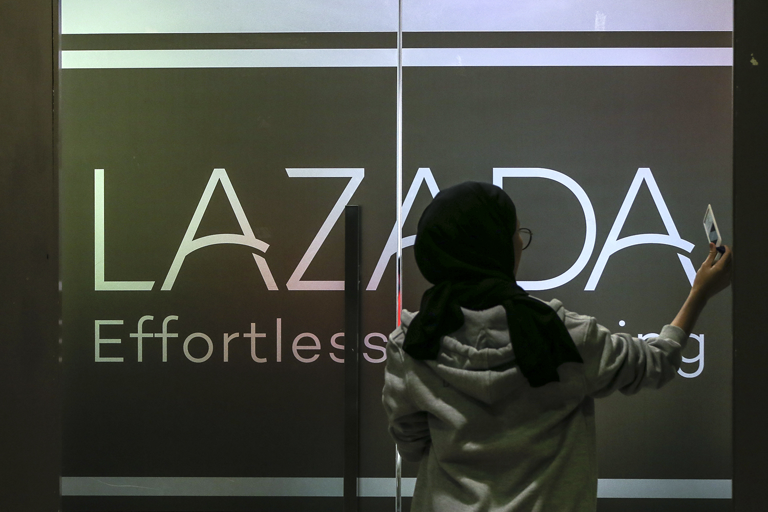 An employee is seen at the headquarters of Lazada Malaysia in Kuala Lumpur November 11, 2018. — Picture by Azneal Ishak