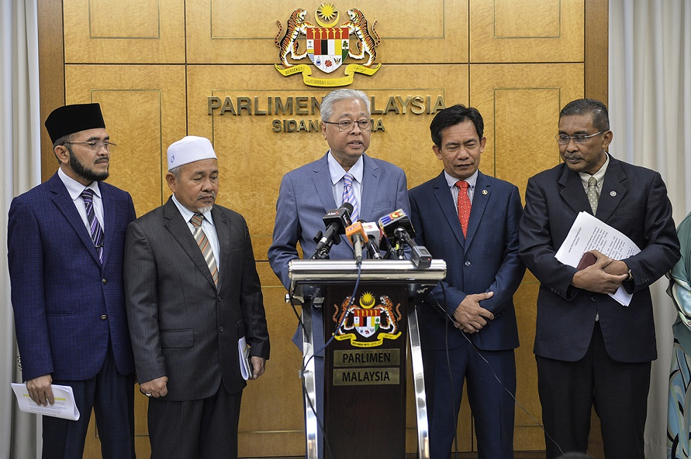 Opposition Leader Datuk Seri Ismail Sabri (centre) speaks in Parliament, and is seen here with other federal Opposition leaders. — Picture by Miera Zulyana