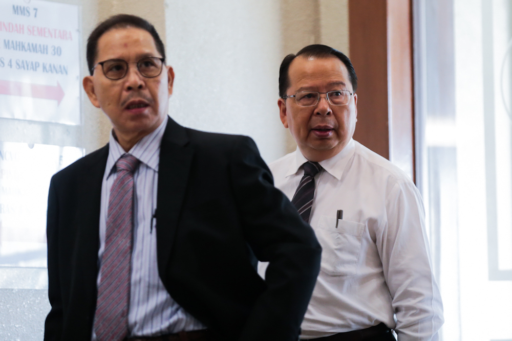 Tan Sri Kasitah Gaddam (left) is pictured at the Kuala Lumpur High Court July 4, 2019. — Picture by Ahmad Zamzahuri