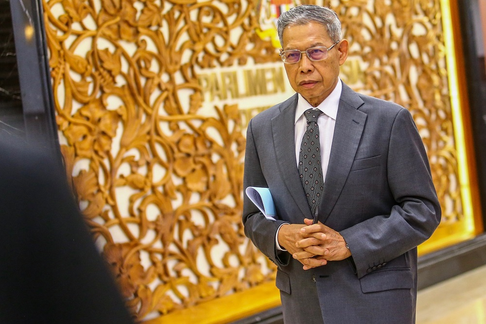 Datuk Seri Mustapa Mohamed said Budget 2020 was holistic, encompassing the future, digitalisation and the Industrial Revolution 4.0, among others. — Picture by Hari Anggara
