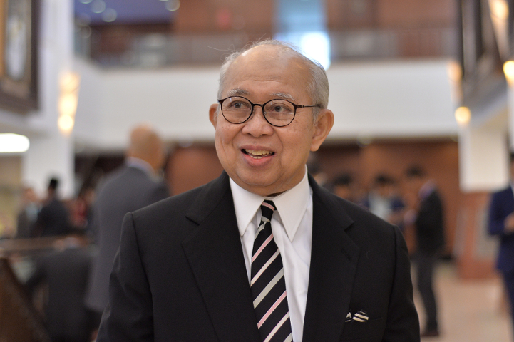 It has been widely speculated that Tengku Razaleigh has gone to see the Yang di-Pertuan Agong to offer himself as the alternative prime minister candidate. — Picture by Mukhriz Hazim