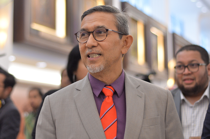 His personal secretary Mohd Zaihan Mohd Zainal claimed the Deputy Dewan Rakyat Speaker was merely dining with his wife Datin Azizah Haron and youngest daughter at a homestay.  — Picture by Mukhriz Hazim