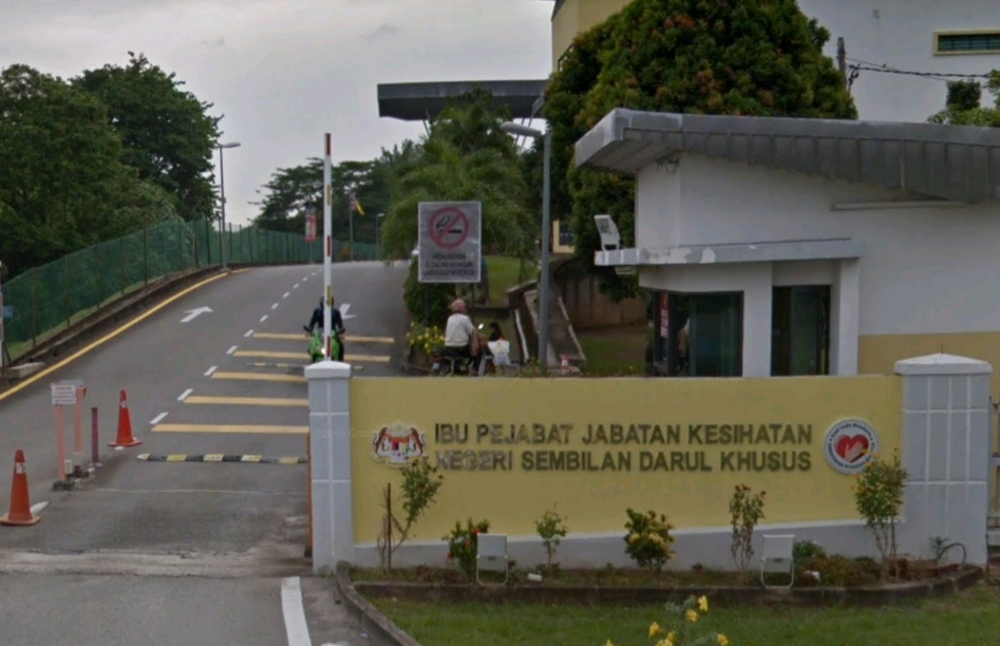 Negri Sembilan Health Director Datuk Dr Zainudin Mohd Ali said a restaurant in Teluk Kemang, Port Dickson here was ordered to close temporarily for operating in unhygienic conditions. ― Screenshot via Google Maps