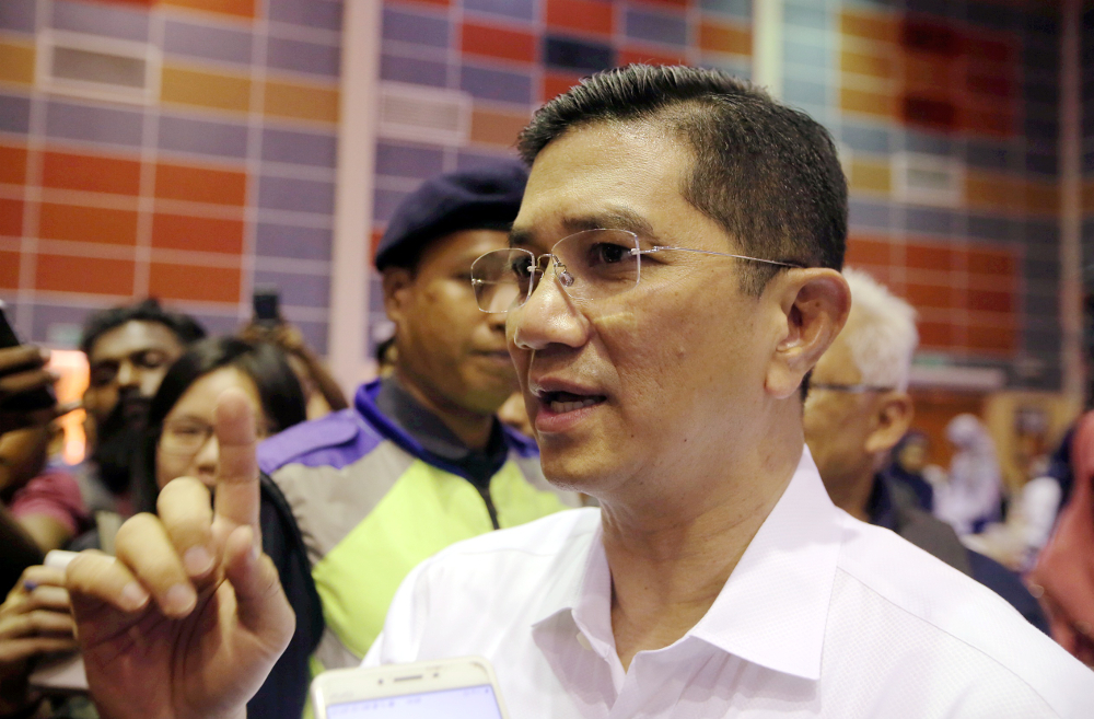 Azmin said voters must choose between a party eager to fulfill the people's aspirations as soon as possible, or a party whose leaders were currently facing court charges for various offences involving corruption. — Picture by Farhan Najib