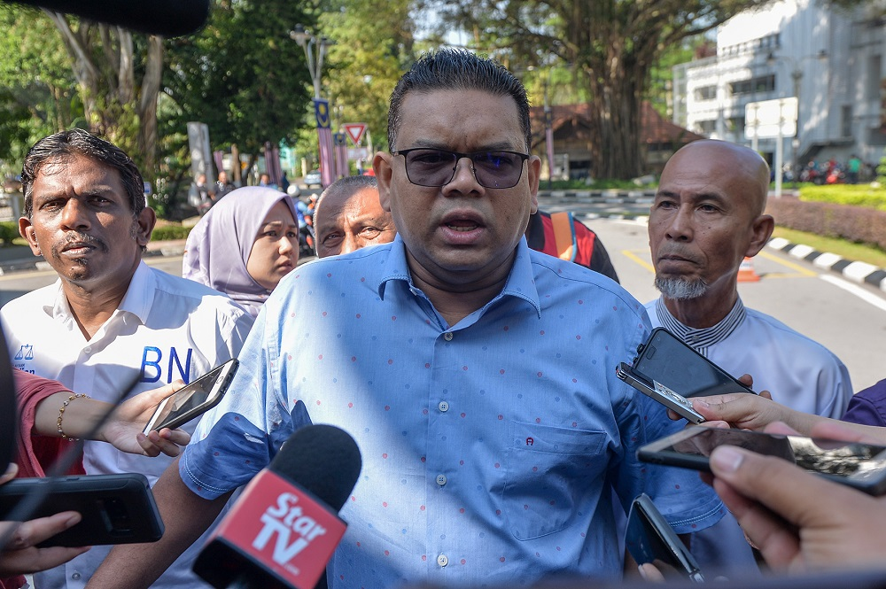 """Lokman maintained his allegation and additionally accused the IGP of protecting """"criminals"""", before telling Abdul Hamid to resign as her was unfit to lead the police."""