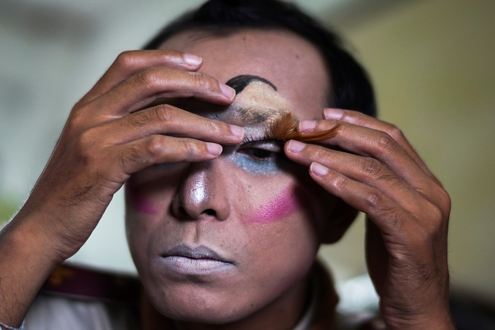 Teerapong Meesataya, 29, known as teacher Bally applies make up before his English class at the Prasartratprachakit School in Ratchaburi province, Thailand July 10, 2019. — Reuters pic
