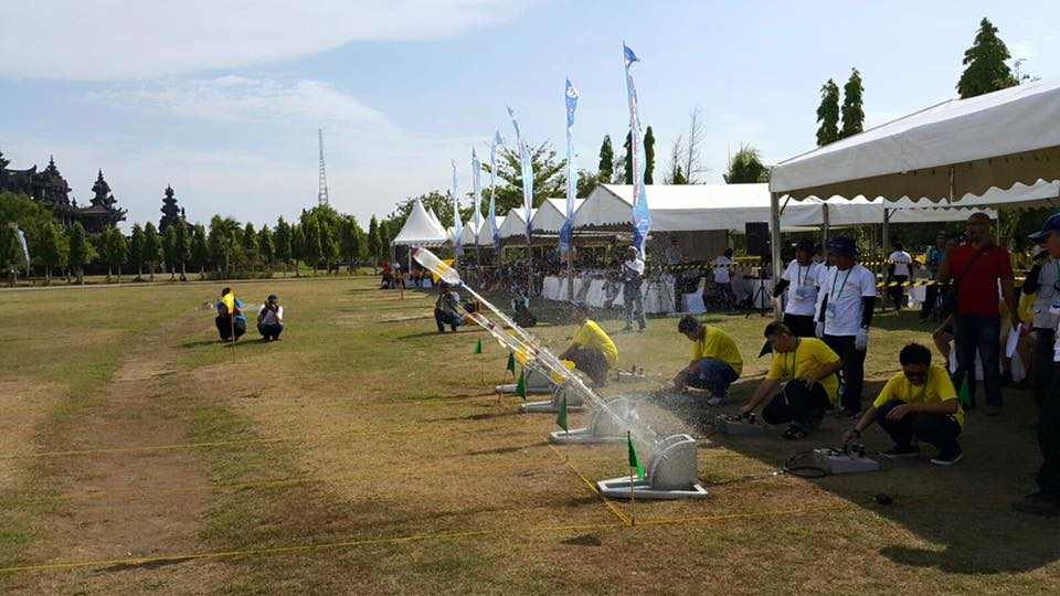 Students launching water rockets during a Rocketry Workshop organised by Astro X. — Picture via Facebook/ Astronautical Association of Malaysia