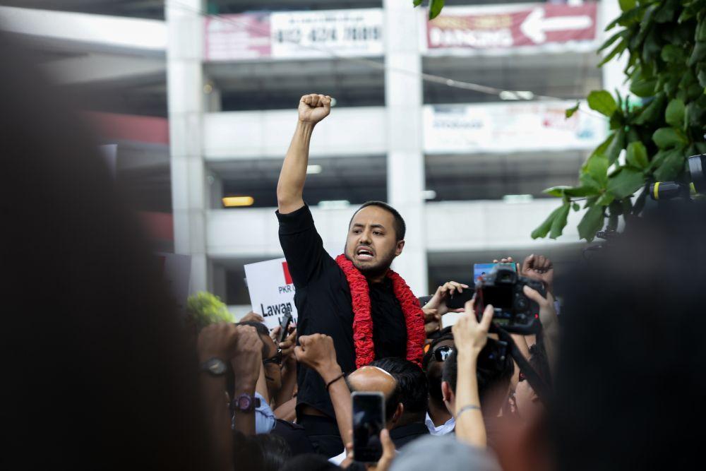 Farhash Wafa Salvador Rizal Mubarak gestures to the crowd as he leaves the Dang Wangi police station in Kuala Lumpur July 23, 2019. ― Picture by Ahmad Zamzahuri