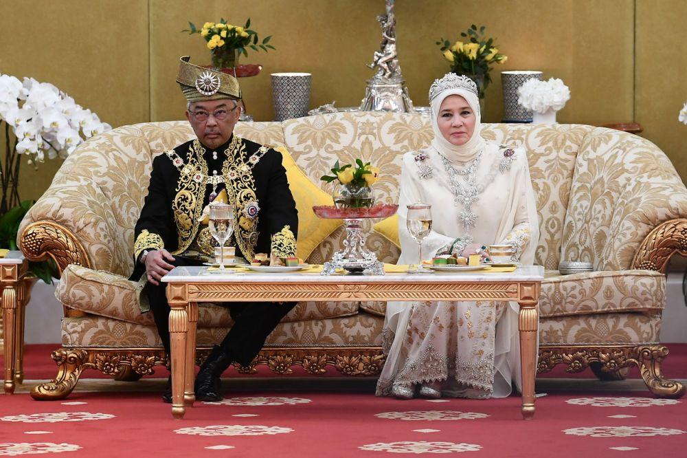 Sultan Abdullah with Raja Permaisuri Agong Tunku Azizah Aminah Maimunah Iskandariah during the installation of His Majesty as the 16th Yang di-Pertuan Agong at Istana Negara July 30, 2019. — Bernama pic
