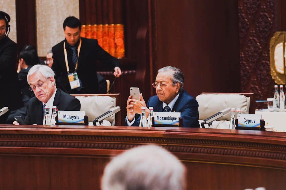 Dr Mahathir Mohamad is seen using his iPhone in this photo shared with his Facebook followers on April 26, 2019. — Picture via Facebook/TunDrMahathir