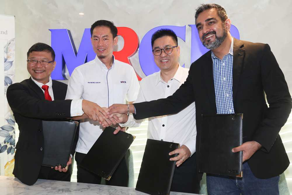 From left: Campus Ranger managing director Jason Ho, MRCB Land CEO Raymond Cheah, SKM Market managing director Andy Cham and SubHome CEO Sandeep Singh Grewal at Vivo Signature Retail's anchor tenant signing ceremony. ― Pictures by Choo Choy May