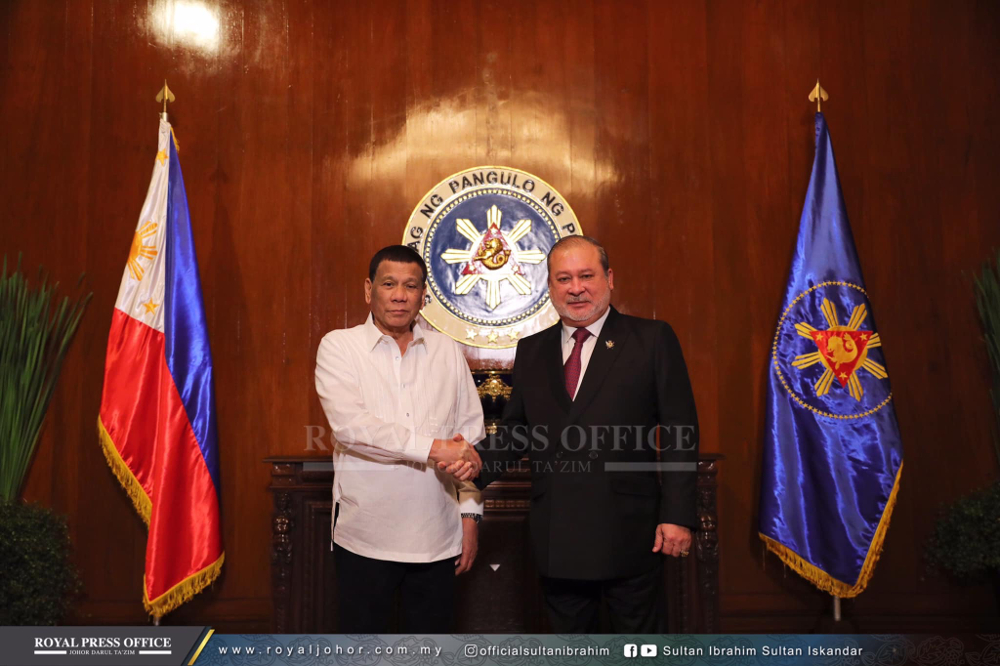 Johor ruler Sultan Ibrahim Sultan Iskandar was conferred with the Philippines national decoration, the Order of Sikatuna, which carries the title Datu, by Philippines president Rodrigo Duterte at the Malacanang Palace in Manila. — Picture courtesy of Royal Press Office