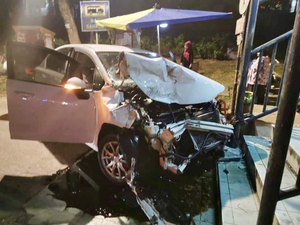 Vijayanathan was found killed on-the-spot in his four-wheel drive that had earlier lost control and hit another car along Jalan Skudai. — Picture courtesy of the Johor Fire and Rescue Department