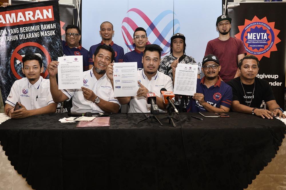 (From centre left) Malaysia Vape Chamber of Commerce executive secretary Datuk Mohd Mustaffa Hamzah, president Syed Azaudin Syed Ahmad and Mevta president Rizeni Zakaria during a press conference in Kuala Lumpur August 28, 2019. — Picture by Miera Zulya