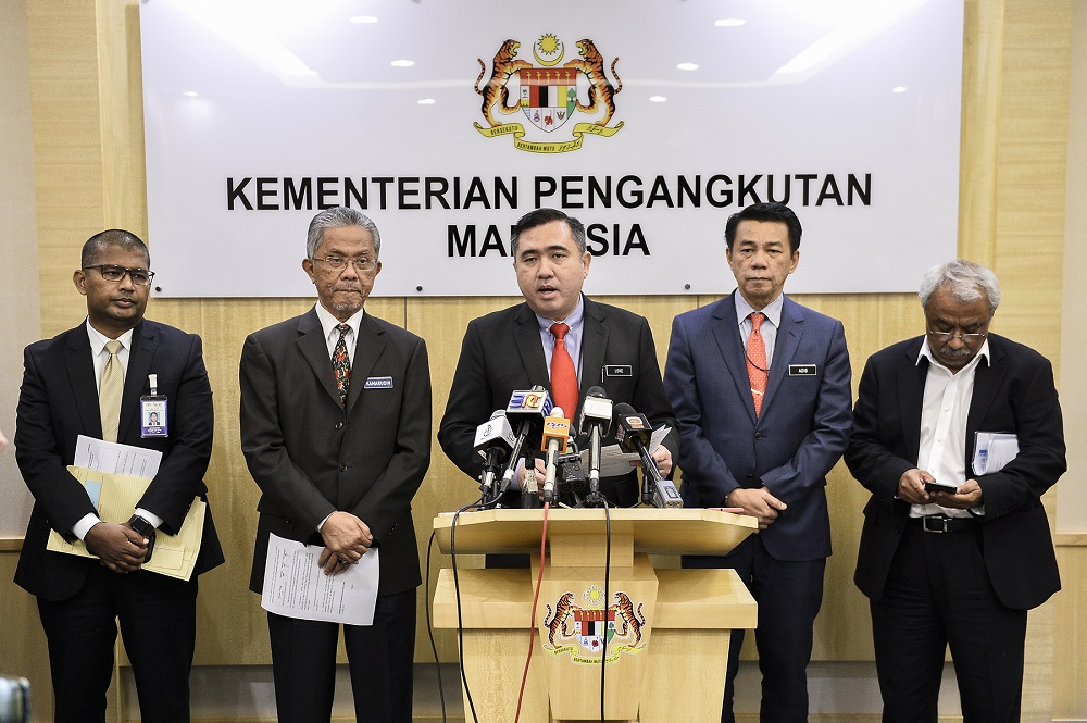 Transport Minister Anthony Loke (centre) speaks at a press conference in Putrajaya August 30, 2019. — Picture by Miera Zulyana