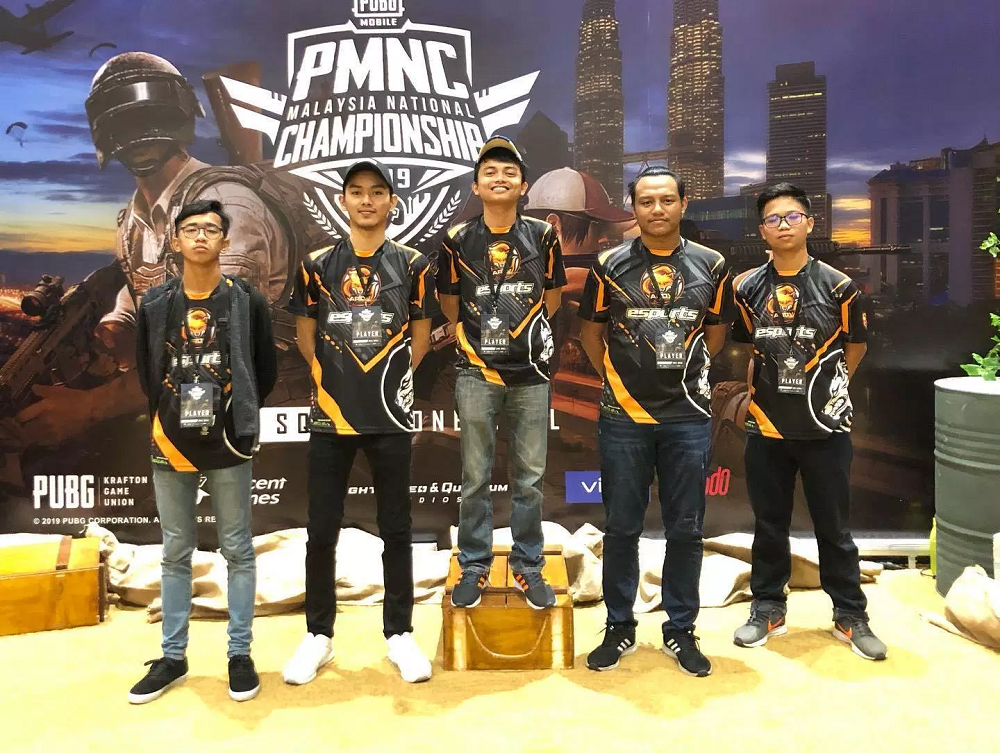 Muhammad Aiman Hafizi Ahmad (second right) has to forgo participating in the PUBG Mobile Club Open (PMCO) 2019 South East Asia league. — Picture via Facebook/ Boyka Gaming