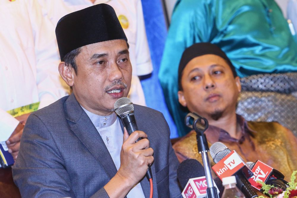Gerakan Pembela Ummah chairman Aminuddin Yahya speaks to reporters during a press conference at the Kuala Lumpur International Hotel August 25, 2019. — Picture by Hari Anggara