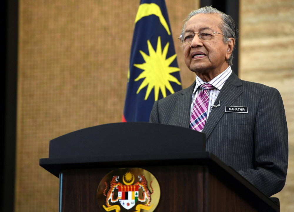 Dr Mahathir called on Malaysians to be diligent, disciplined, tolerant, polite, magnanimous and show mutual respect to one another,. — Bernama pic