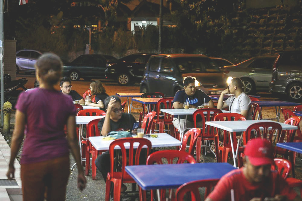According to a report, among those bearing the economic brunt of the air pollution are those operating al fresco, namely hawkers and mamak restaurants. — Picture by Hari Anggara