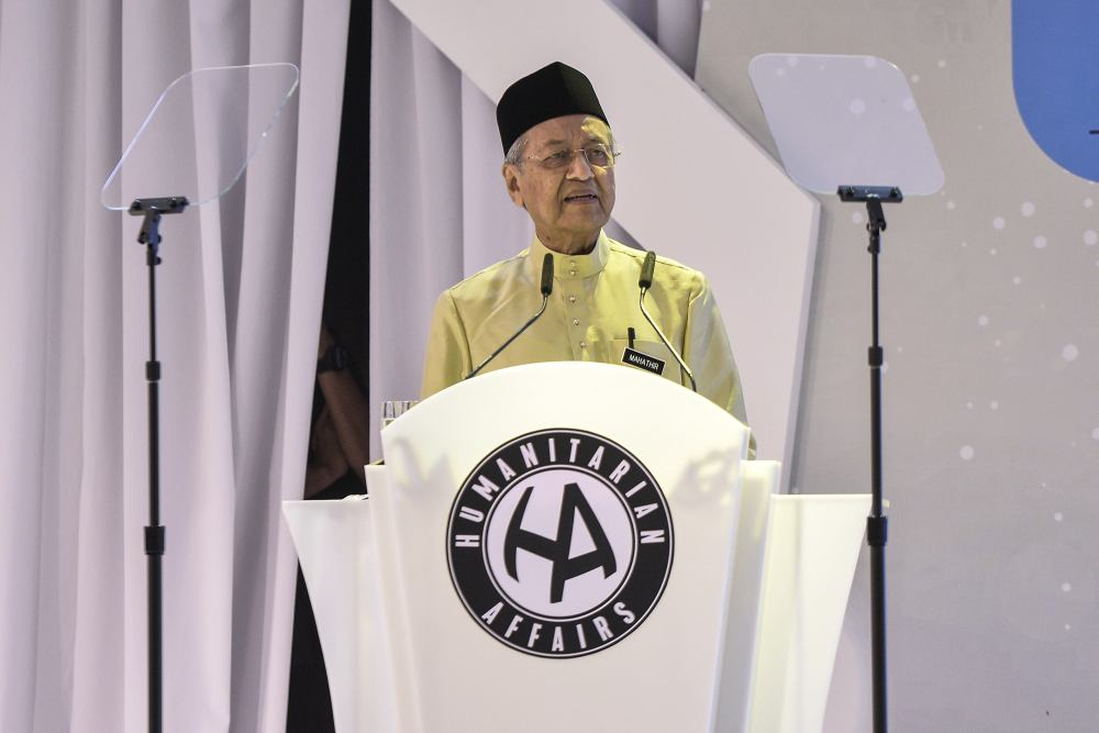 Prime Minister Tun Dr Mahathir Mohamad speaks during the 10th University Scholars Leadership Symposium 2019 in Shah Alam August 2, 2019. ― Picture by Shafwan Zaidon