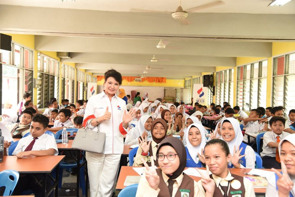 Yayasan MRCB chairperson Datin Jasmine Abdullah Heng mingles with students during a UPSR workshop at SK Seksyen 7 Kota Damansara in Petaling Jaya. — Picture courtesy of Yayasan MRCB