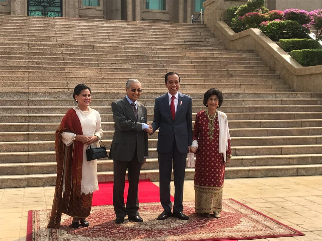 Malaysian Prime Minister Tun Dr Mahathir Mohamad greets Indonesian President Joko Widodo at Perdana Putra, Putrajaya August 9, 2019. Widodo had proposed to relocate the capital from Jakarta to Kalimantan. — Picture via Twitter