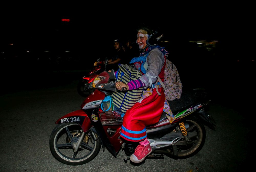 Nazirah travels back and forth from Ipoh to Batu Gajah every weekend to sell balloons by dressing up as a clown at a cafe in Ipoh. — Picture by Farhan Najib