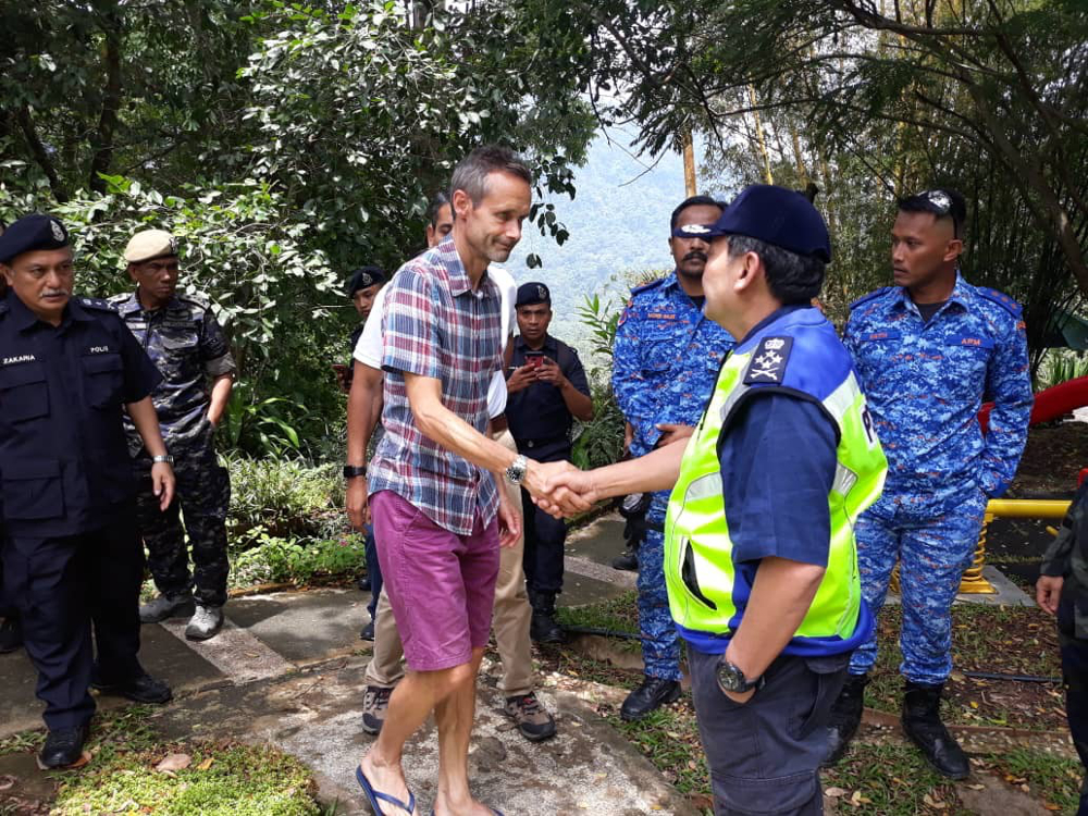 Deputy Inspector-General of Police Datuk Mazlan Mansor speaks with Nora Anne's father, Sebastian Quoirin August 11, 2019. — Picture courtesy of Royal Malaysian Police