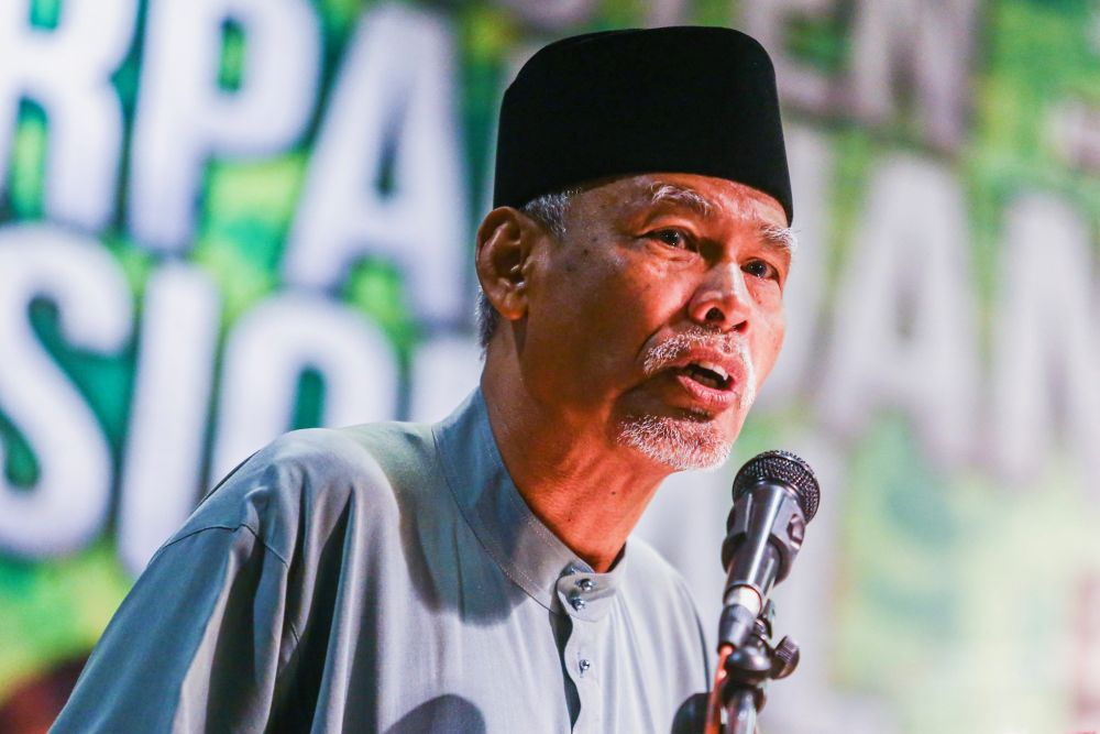 Former inspector-general police Tan Sri Musa Hassan delivers his speech during the Ummah National Unity Convention at the Kuala Lumpur International Hotel August 25, 2019. — Picture by Hari Anggara