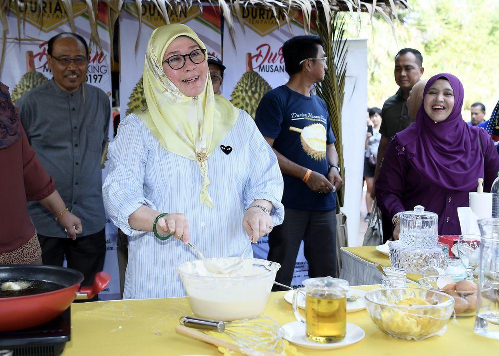 File photo of Raja Permaisuri Agong Tunku Hajah Azizah conducting a cooking demonstration for Musang King durian fritters in conjunction with the 2019 Royal Putrajaya Floria in the Botanical Garden in Putrajaya, Aug 31, 2019. — Bernama pic