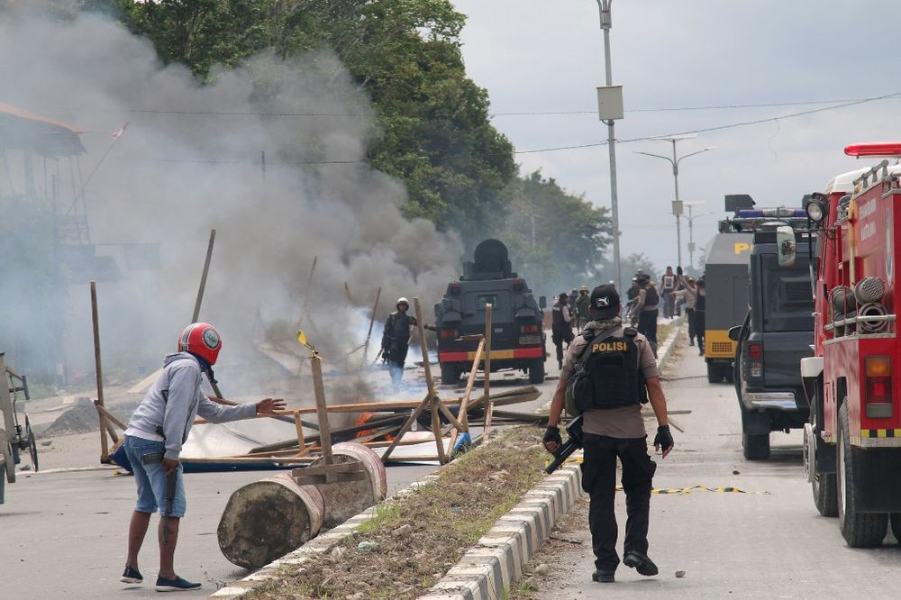 Indonesian policemen disperse protesters in Timika, Indonesia's restive Papua province, August 21, 2019. — AFP pic