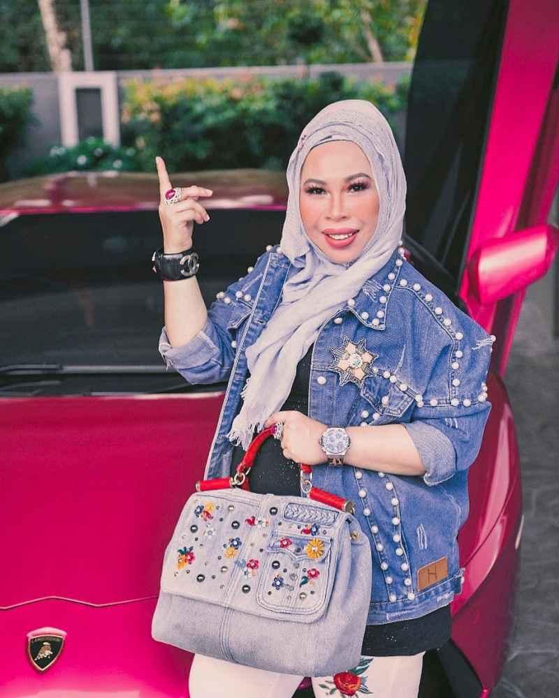 Cosmetics entrepreneur Vida sponsored the jewellery gifts on reality singing competition 'Gegar Vaganza 4'. ― Picture via Instagram/Datuk Seri Vida