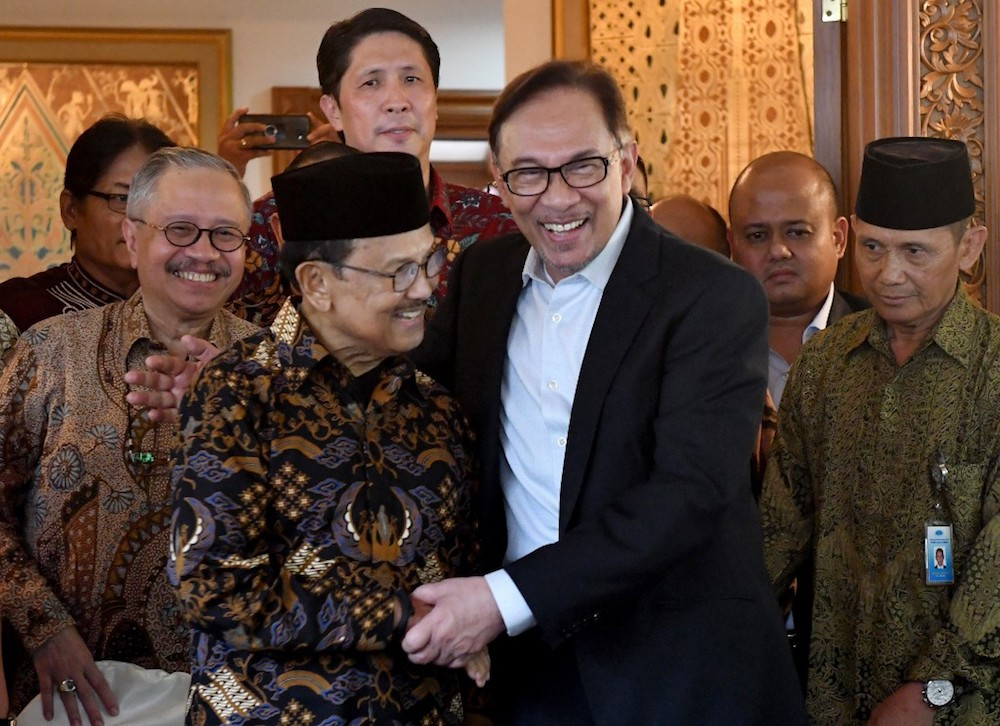 Datuk Seri Anwar Ibrahim hugs Indonesia's former president BJ Habibie during a courtesy call at Habibie's house in Jakarta May 20, 2018. — AFP pic