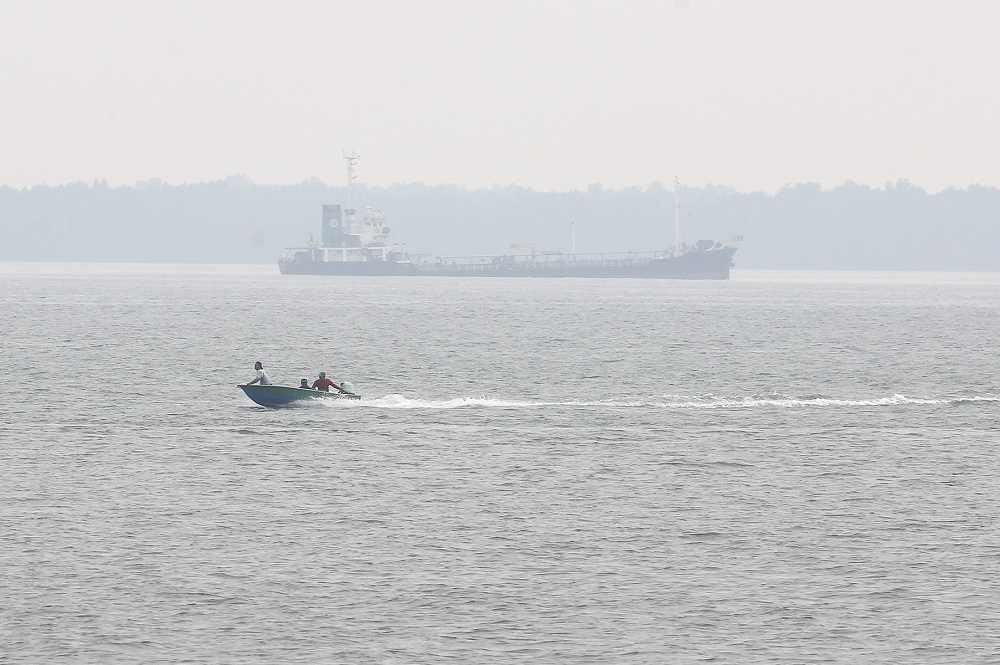 A ship is seen on a hazy day at Northport in Klang. — Picture by Yusof Mat Isa