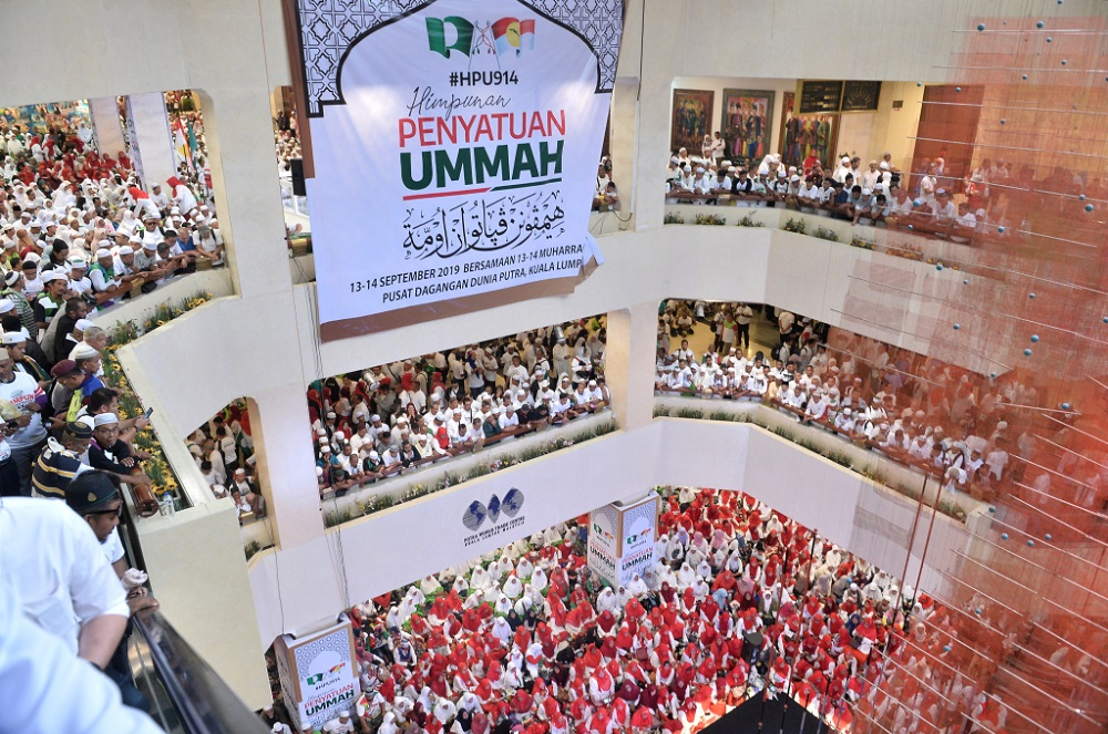 PAS and Umno supporters attend the Himpunan Penyatuan Ummah at Putra World Trade Centre in Kuala Lumpur September 14, 2019. — Picture by Miera Zulyana