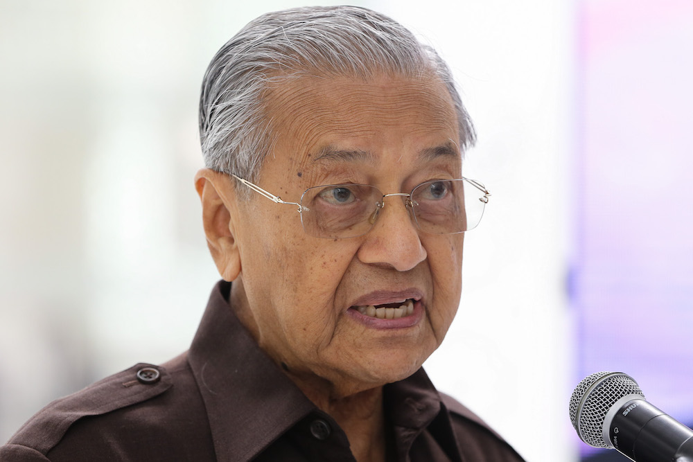 Dr Mahathir claimed he would have had 158 federal lawmakers behind him had Anwar not directed all 92 parliamentarians from PKR, DAP, and Amanah to nominate him instead. — Picture by Yusof Mat Isa
