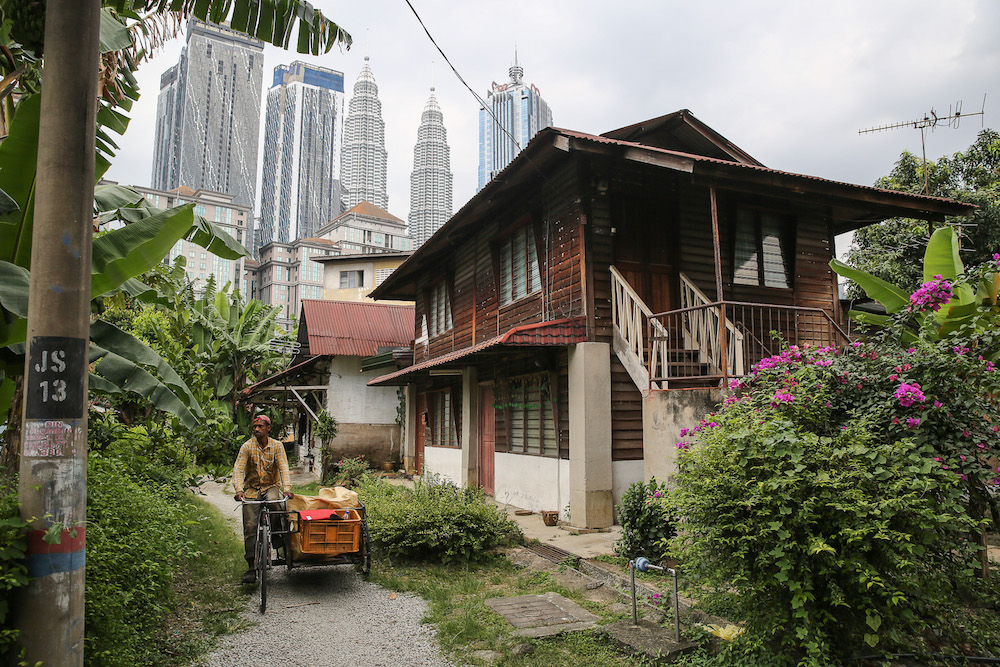 The government has proposed to redevelop the 120-year-old Kampung Baru into the 'Taman Warisan Melayu' (Malay Heritage Park) which will see the preservation of 11 traditional homes and the development of 45,000 houses to attract more Malays to live in the city centre. — Picture by Yusof Mat Isa