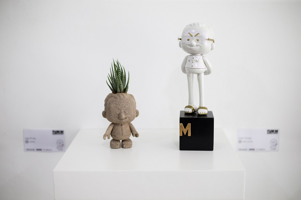Every single one of the figurines is different; some drew inspiration from comics, others from street art and even classical art which shows how diverse the collaborators are.