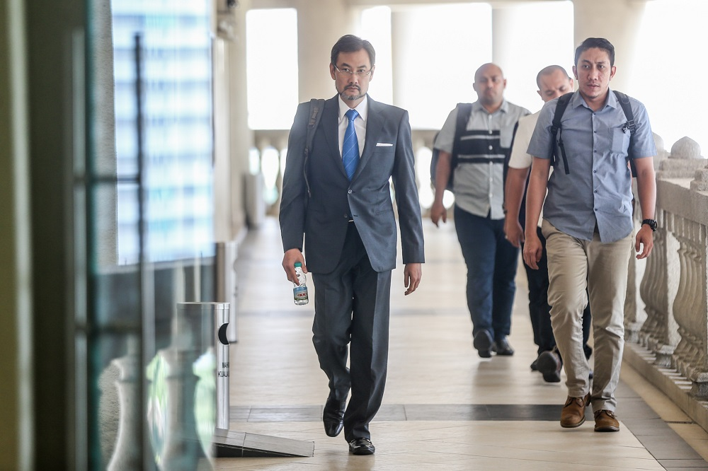 Former 1MDB chief executive officer Datuk Shahrol Azral Ibrahim Halmi (left) arrives at the Kuala Lumpur Courts Complex September 26, 2019. ― Picture by Firdaus Latif