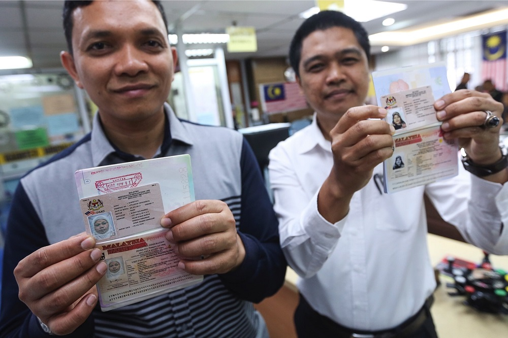 The i-Kad was introduced in 2014 as an identification card for foreigners to help authorities track illegal immigrants. — Foto Bernama