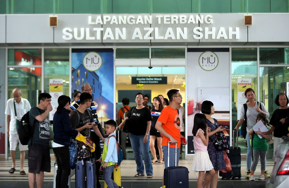 Passengers are seen at the entrance of the Sultan Azlan Shah Airport in Ipoh due to haze September 13, 2019. — Picture by Farhan Najib